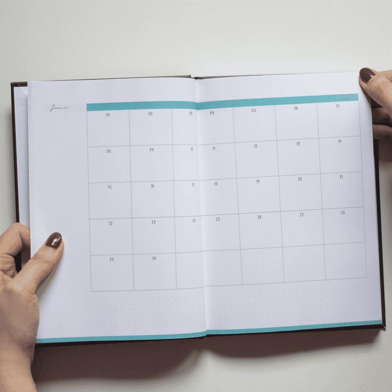 Minimal Black undatiert Kalender & Planer Wonderspot